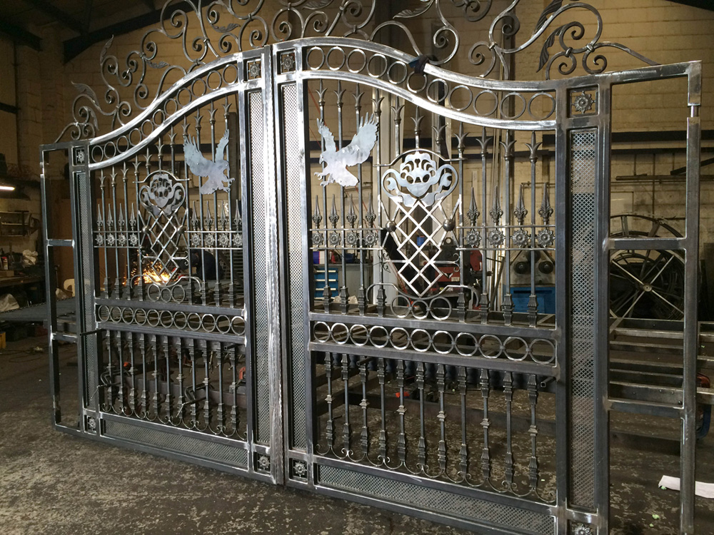 Steel driveway gates designs pictures to pin on pinterest Metal gate designs images