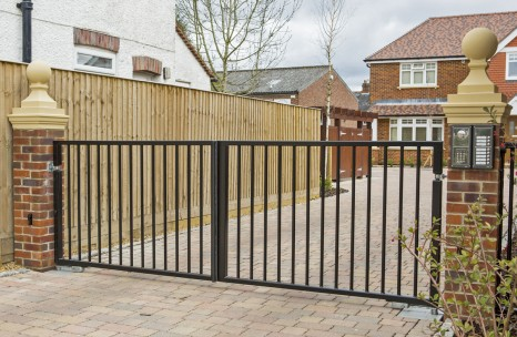 Flat top swing gates