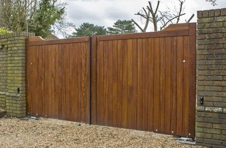 Hardwood swing gates with automation