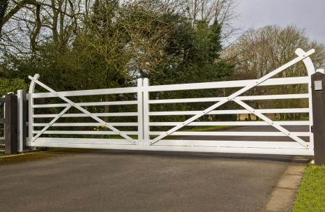Steel cantilever 5 bar gates