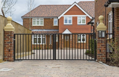 Steel flat top swing gates with automation